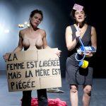 « C'est (un peu) compliqué d'être l'origine du monde », création collective Les Filles de Simone, mise en scène Claire Fretel, au Théâtre du Rond-Point