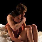 « Ceux qui naissaient », conception et mise en scène de Marianne Griffon et Camille Mouterde, au Théâtre de la Reine Blanche